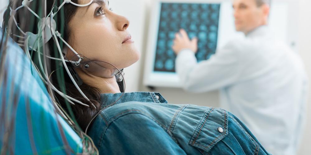 Elektroensefalografi (EEG) adalah pemeriksaan untuk mendeteksi gelombang otak