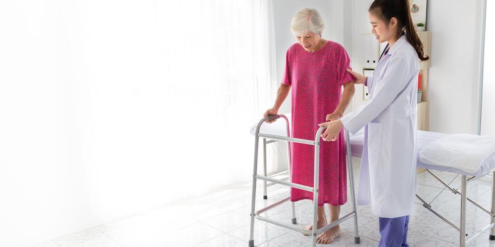 Rehabilitasi pasca stroke memerlukan bimbingan dokter spesialis rehabilitasi medik