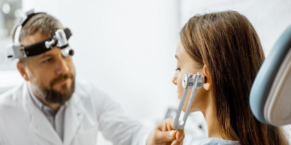 Tes garpu tala perlu dilakukan oleh orang yang mengalami gangguan pendengaran.