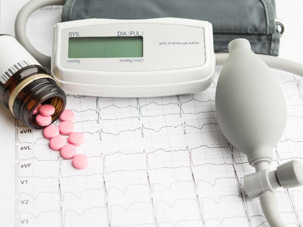 Bisoprololdigunakan untuk menurunkan tekanan darah tinggi (hipertensi), sehingga mencegah terjadinya stroke, serangan jantung, dan masalah ginjal.