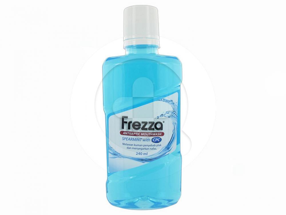 Frezza Mouthwash Spearmint with CPC digunakan untuk menyegarkan napas dan melawan kuman penyebab plak.