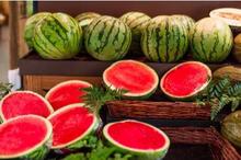 Bahaya semangka jika dimakan berlebihan bisa menyebabkan overhidrasi.