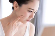Cara menghilangkan flek hitam di wajah bisa dilakukan dengan alami