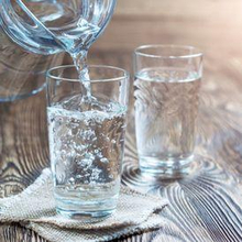 Air putih termasuk dalam daftar minuman sehat untuk jantung.