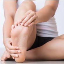 Gerakan peregangan kaki bisa meredakan nyeri dan mencegah cedera