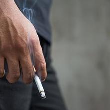 Merokok saat puasa menyebabkan mudah mual dan muntah