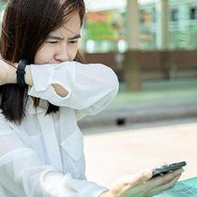 wanita batuk berdahak