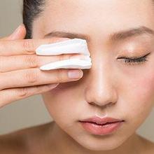 Cara membersihkan make up yang benar perlu dilakukan agar terhindar dari masalah kulit