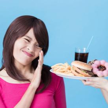perempuan menolak makanan buka puasa yang harus dihindari