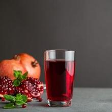 Jus penurun darah tinggi saat hamil salah satunya adalah jus delima