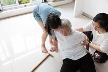 Pertolongan pertama pada gejala stroke perlu dilakukan guna mencegah terjadinya komplikasi