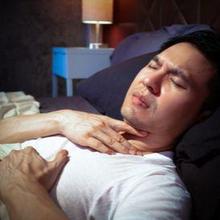 Sesak napas saat tidur dapat disebabkan oleh macam-macam penyakit