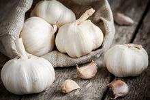Bawang putih termasuk obat kurap alami yang diduga bisa mengobatinya
