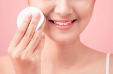 Cara mengecilkan pori-pori wajah dapat dilakukan dengan memilih produk yang tepat
