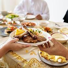 Cara menggemukkan badan saat puasa adalah dengan konsumsi asupan kaya protein