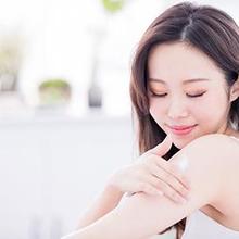 Manfaat body lotion dapat melembapkan kulit hingga membuat tubuh Anda merasa lebih rileks