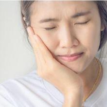 Rahang kaku dan berbunyi dapat disebabkan banyak kondisi medis.