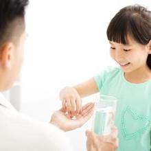 Anak susah minum obat tidak boleh disepelekan agar kebiasaan ini tak terbawa hingga dewasa.