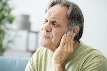 Cara mengobati telinga berdengung sangat beragam, salah satunya yoga dan meditasi.