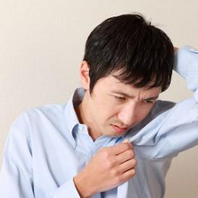 Akibat jarang mandi dapat menyebabkan bau badan