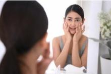 Alpha arbutin adalah kandungan yang umum ditemukan dalam produk skincare untuk mencerahkan kulit