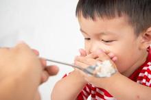 Penyebab anak 1 tahun susah makan bisa beragam karena tiap anak itu unik