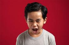 Anak hiperaktif adalah anak yang keaktifannya tak biasa hingga sulit dikendalikan