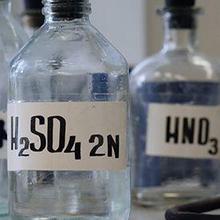 Asam sulfat sering disebut sulfur