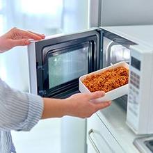 Memanaskan makanan di oven