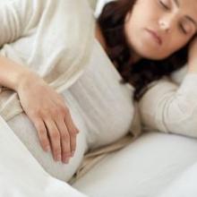 Posisi tidur agar bayi cepat lahir adalah tidur miring ke kiri
