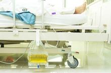 Proses pemasangan kateter sebaiknya dilakukan oleh perawat atau dokter