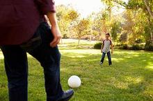Seorang ayah juga memiliki peran penting dalam mengasuh anak