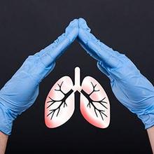 Bahaya bronkitis antara lain infeksi pernapasan lanjutan.