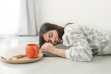 Bagi sebagian orang tidur di lantai sangat membahayakan