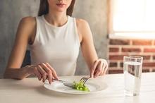 Ada beberapa jenis gangguan makan, seperti anoreksia nervosa, bulimia nervosa, pica, dan binge eating