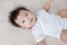 Perbedaan bayi gumoh dan muntah adalah susu keluar sendiri tanpa didorong perut