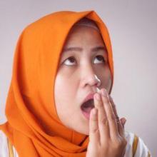 Cara menghilangkan bau mulut saat puasa salah satunya dengan menyikat gigi setelah sahur dan berbuka