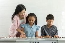 Belajar piano punya manfaat besar bagi anak