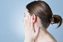 Salah satu penyebab tuli konduktif adalah penumpukan kotoran telinga