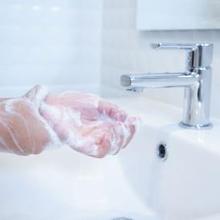 Kebiasaan penyebab usus buntu salah satunya jarang mencuci tangan