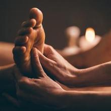 Foot spa adalah teknik pijat kaki yang memiliki banyak manfaat