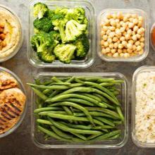 Meal prep banyak memiliki manfaat antara lain membuat pola makan menjadi lebih sehat