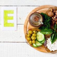 Alfa tokoferol asetat dapat ditemukan pada makanan