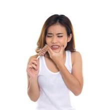 Gigi ngilu saat makan es krim merupakan respons saat gigi terpapar suhu yang terlalu dingin