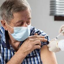 Orang tua di atas 60 tahun bisa mendaftarkan diri untuk mendapatkan vaksin Covid-19 untuk lansia.