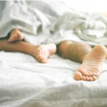 Cara hubungan intim biar tahan lama dapat dilakukan dengan menggunakan lubrikan