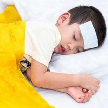 Kompres anak demam adalah tindakan pertolongan pertama untuk menurunkan panas