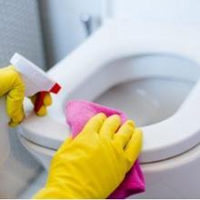 Cara membersihkan kamar mandi perlu dilakukan secara rutin