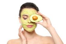 Masker alpukat memiliki manfaat yang beragam untuk kulit