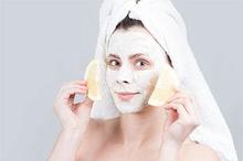 Masker penghilang flek hitam dari bahan alami salah satunya adalah lemon